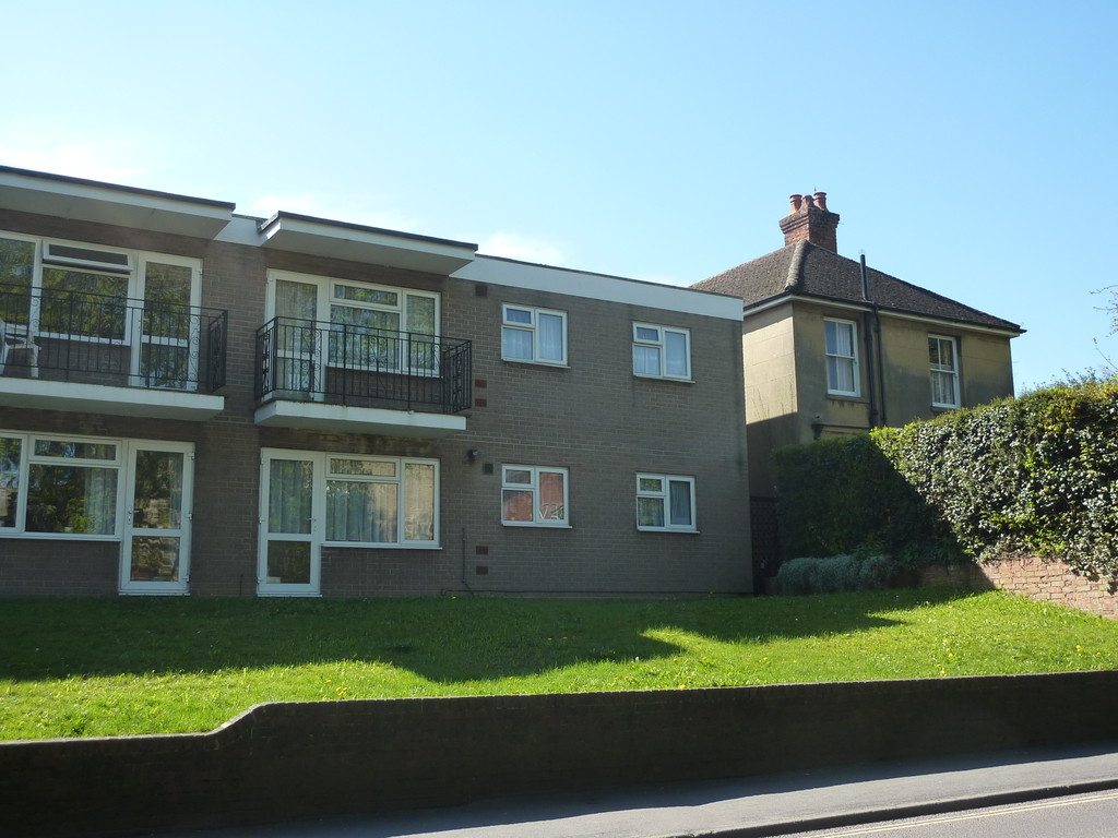 Martin co andover 2 bedroom flat to rent in grafton for Grafton house