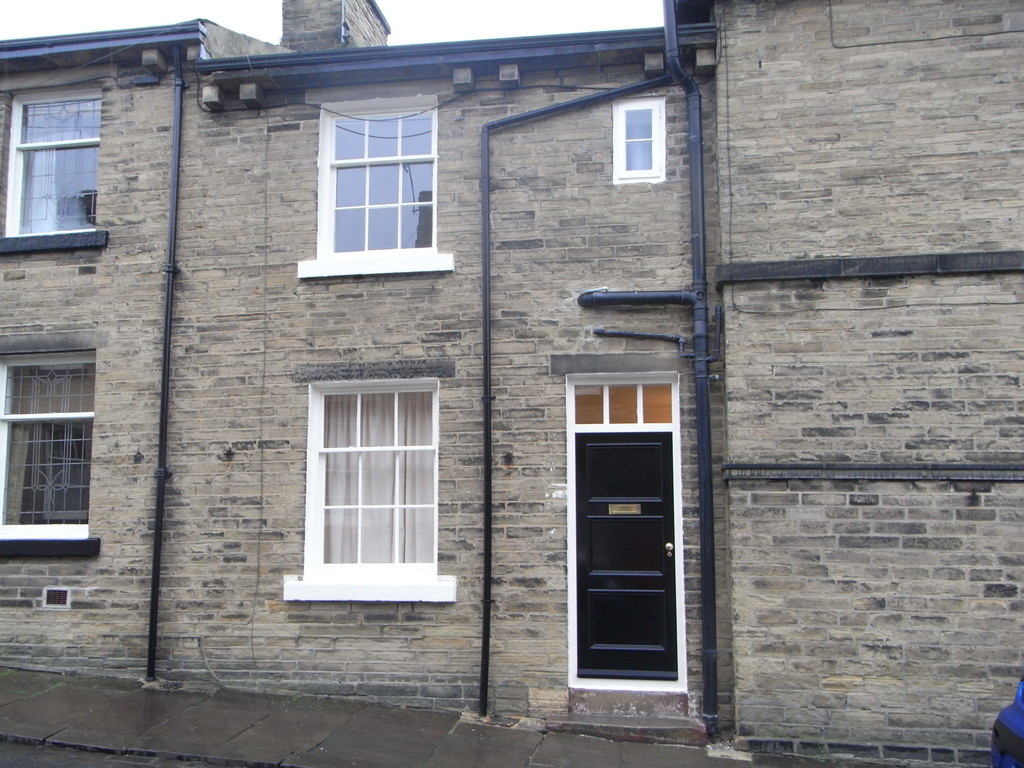 2 Bedrooms Terraced House for rent in Fanny Street, Saltaire BD18