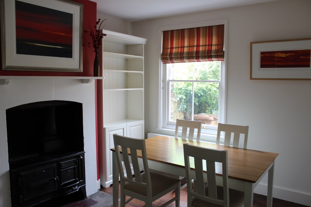 Martin co reigate 3 bedroom terraced house to rent in for Dining room reigate