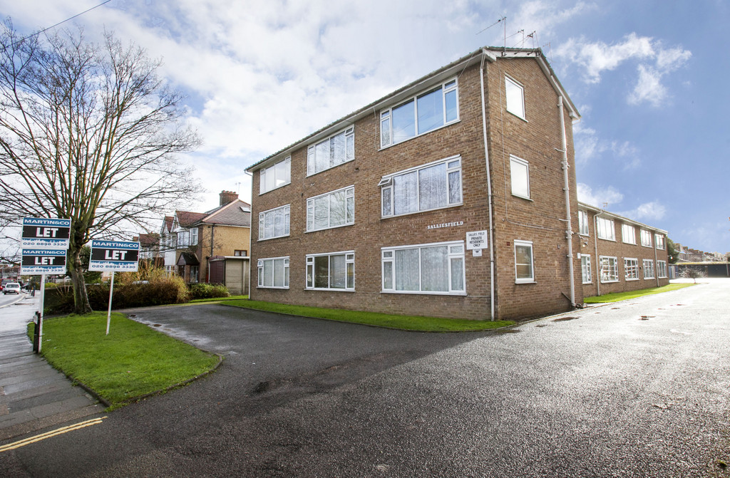 1 Bedroom Apartment Flat for sale in Salliesfield, Kneller Road, Whitton TW2