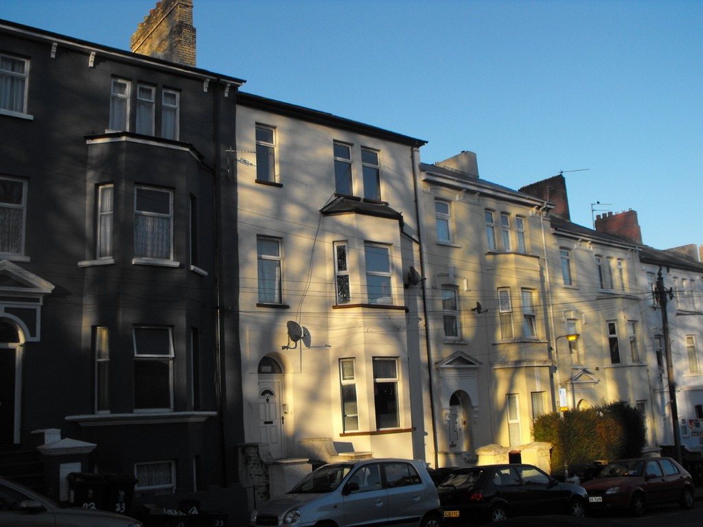 2 Bedrooms Apartment Flat for sale in Clytha Square, Newport NP20