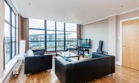 Photo of Split Level Penthouse - Direct RIVERSIDE Views