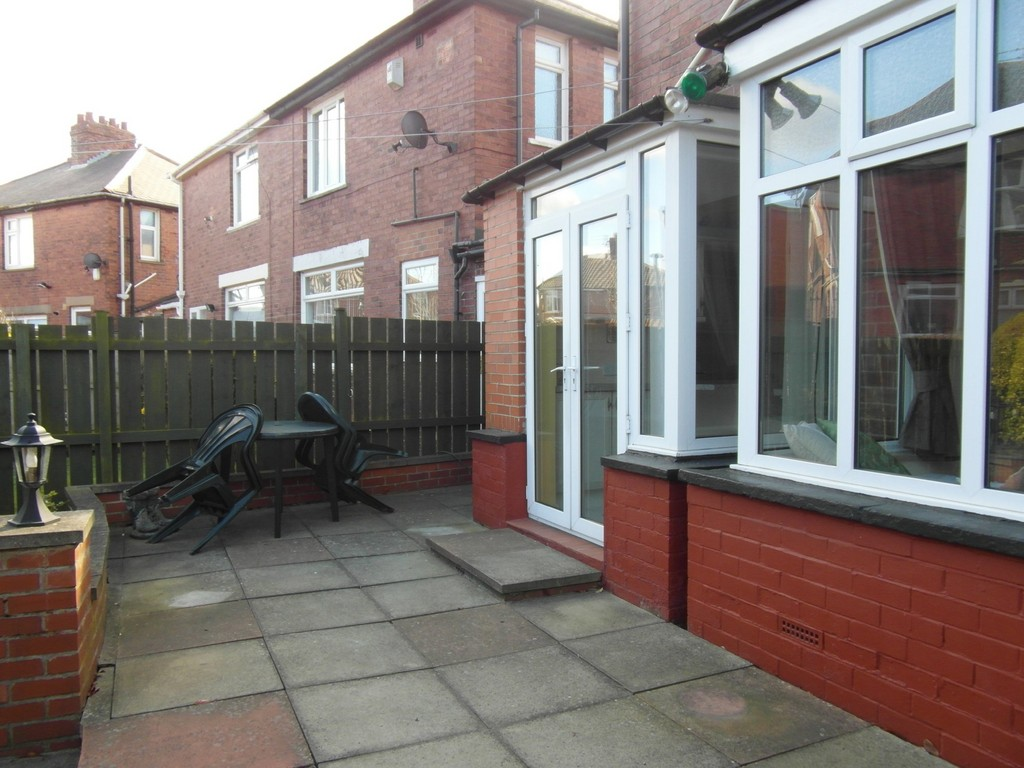 Martin co whitley bay 3 bedroom semi detached house to for Front door north tyneside