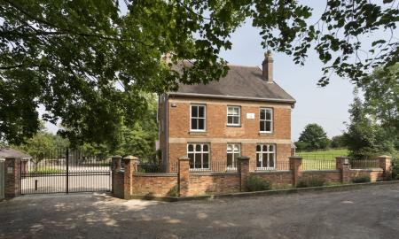 Photo of 6 bedroom Detached House for sale