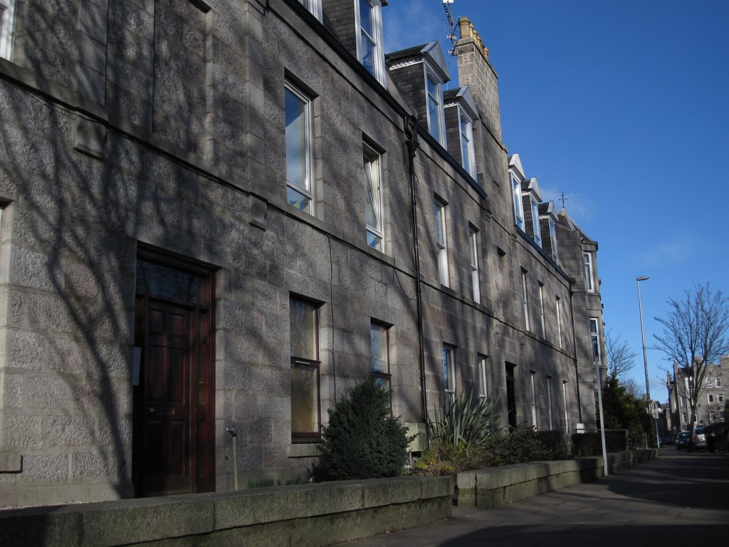 Martin & Co Aberdeen 3 bedroom Apartment to rent in Whitehall Place ...