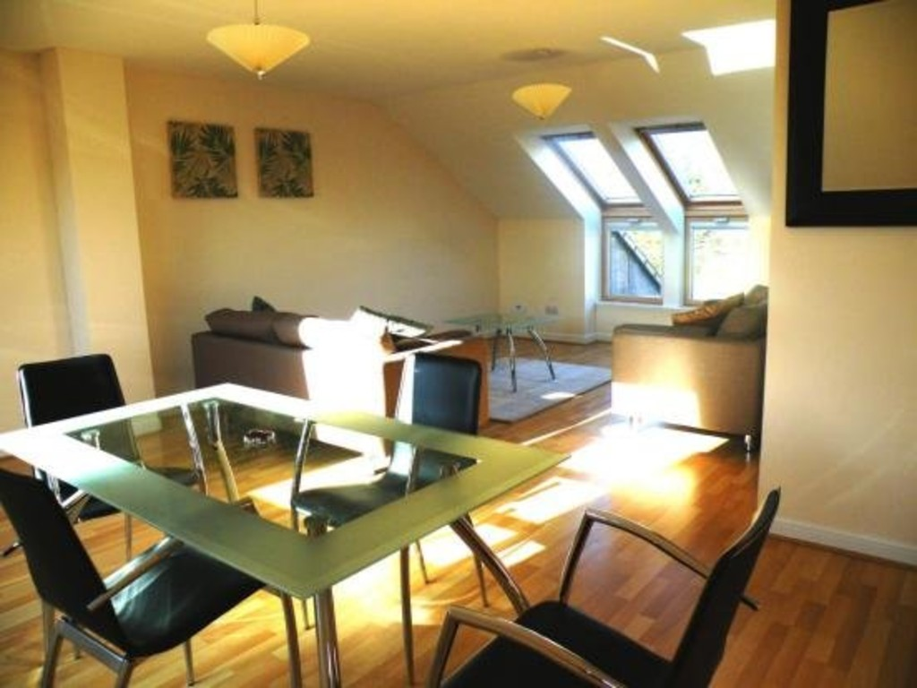 Martin co ayr 2 bedroom penthouse to rent in kilmarnock for Living room kilmarnock