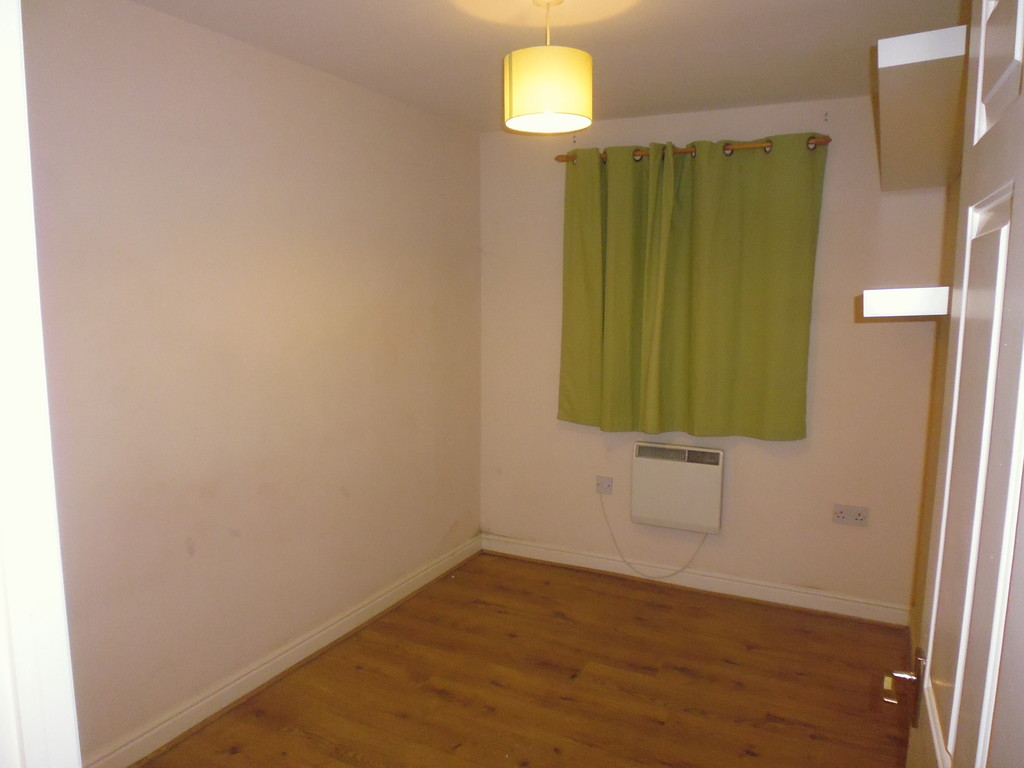Martin co enfield 2 bedroom apartment to rent in enfield for Laminate flooring enfield