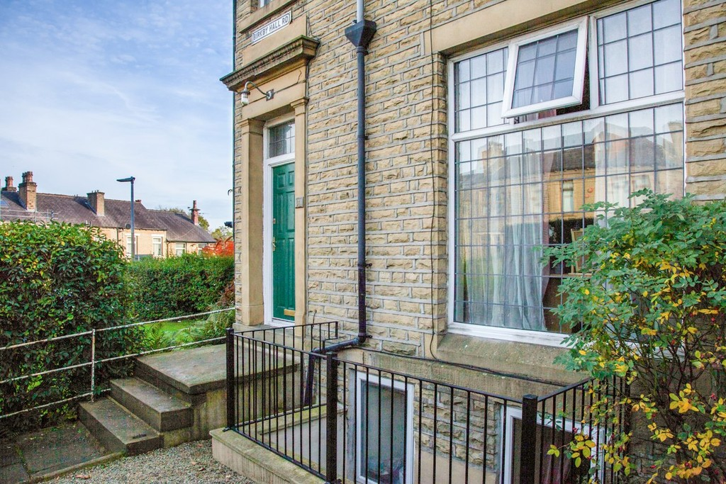 7 Bedrooms Terraced House for rent in Birkby Hall Road, Birkby HD2