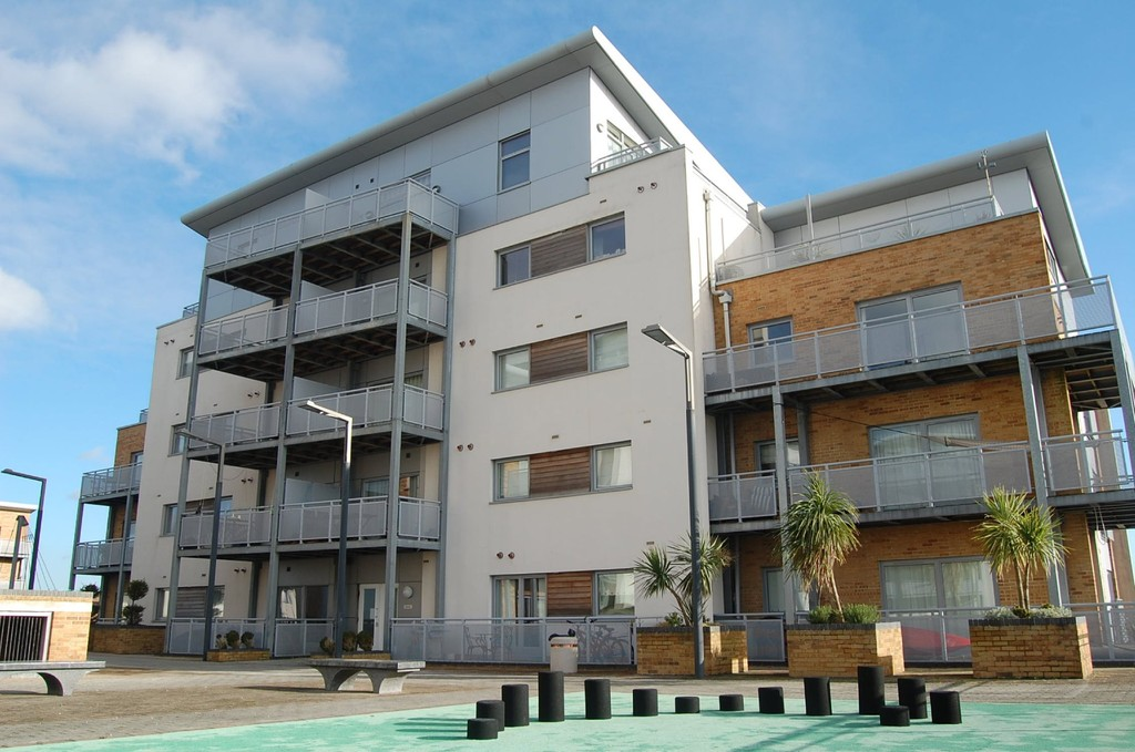 2 Bedrooms Apartment Flat for sale in Harbour Reach, Poole BH15