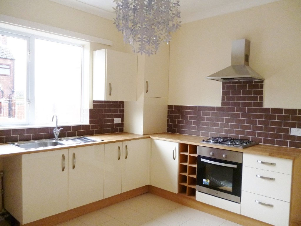 3 Bedrooms Terraced House for sale in West Street, Hemsworth WF9