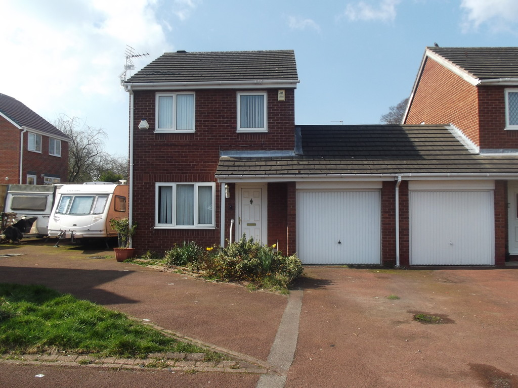 Martin Amp Co Wirral Bebington 3 Bedroom Link Detached House