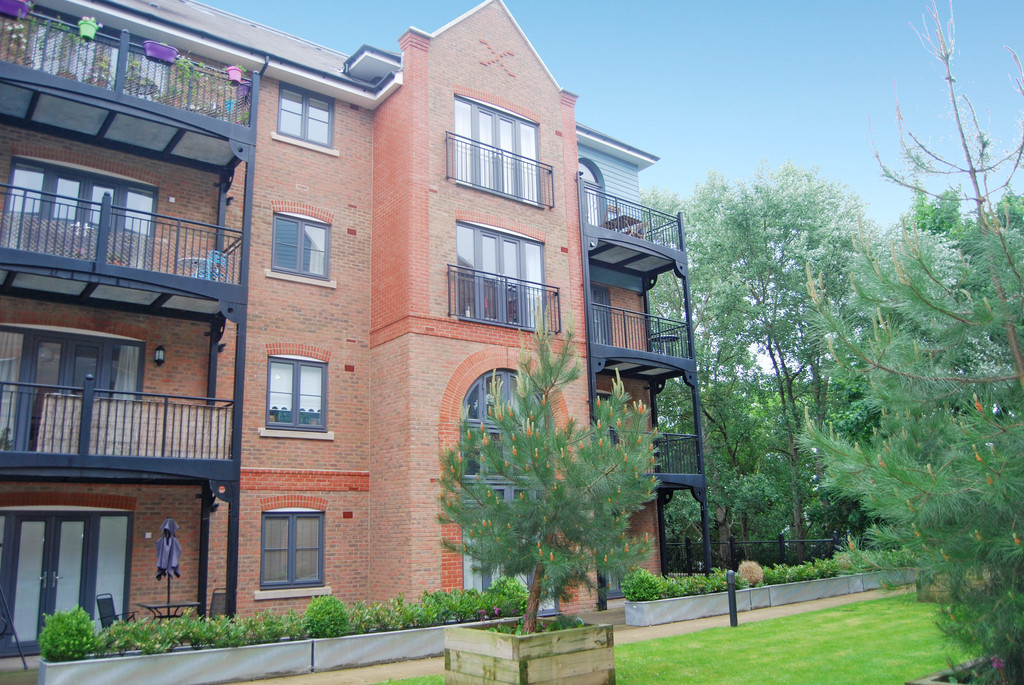 2 Bedrooms Apartment Flat for sale in Medway Wharf Road TN9