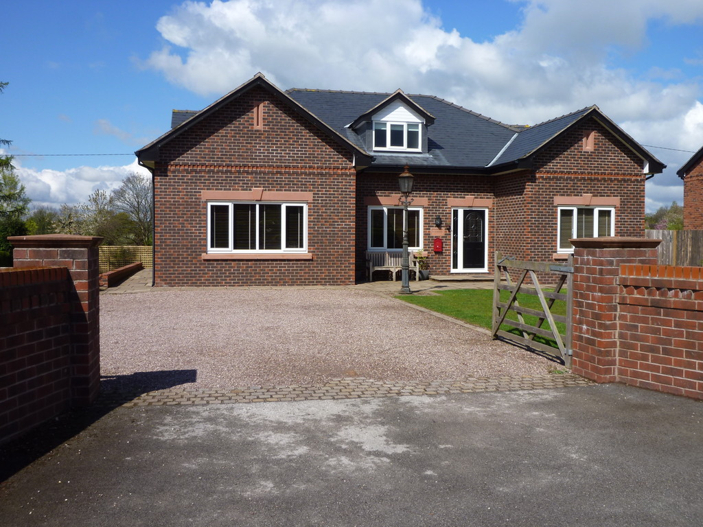 5 Bedrooms Detached House for sale in Post Office Lane Norley Cheshire WA6
