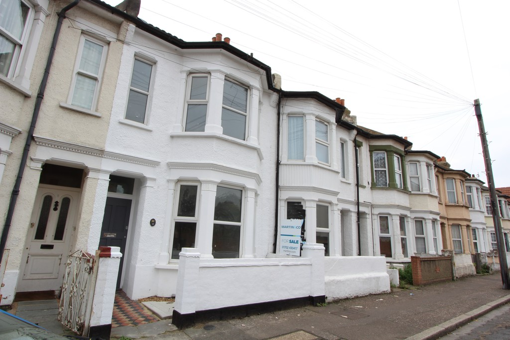 3 Bedrooms Terraced House for sale in Beresford Road, Southend On Sea SS1
