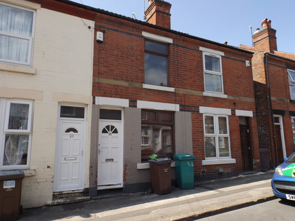 2 Bedrooms Terraced House for sale in Windermere Road, Forest Fields NG7