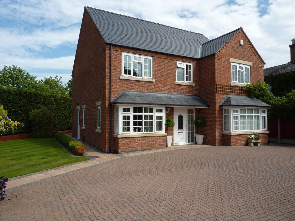 Martin & Co Shrewsbury 4 bedroom Detached House Let in