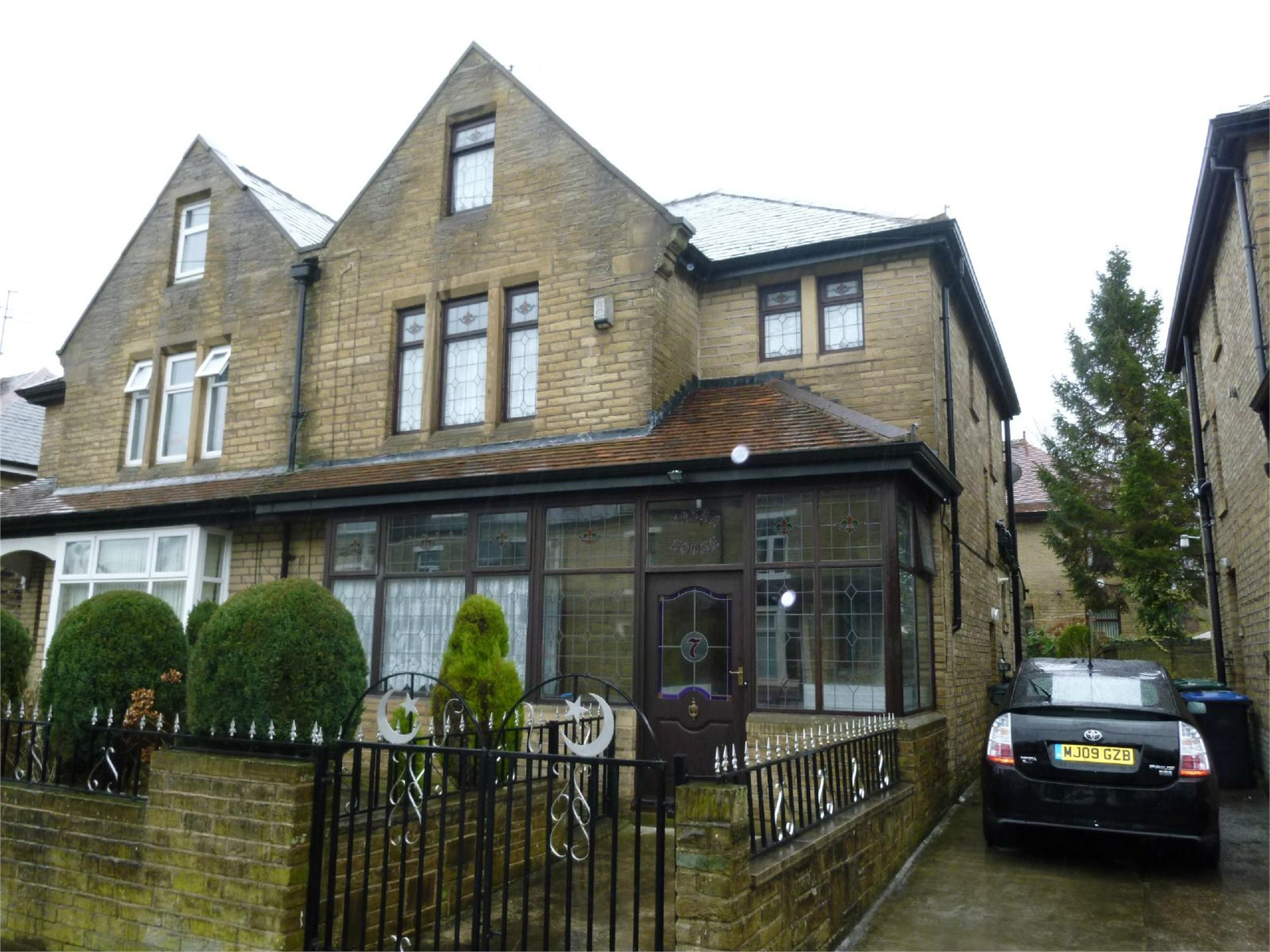 Yorkshire Terrace: Whitegates Bradford 5 Bedroom Semi-Detached House For Sale