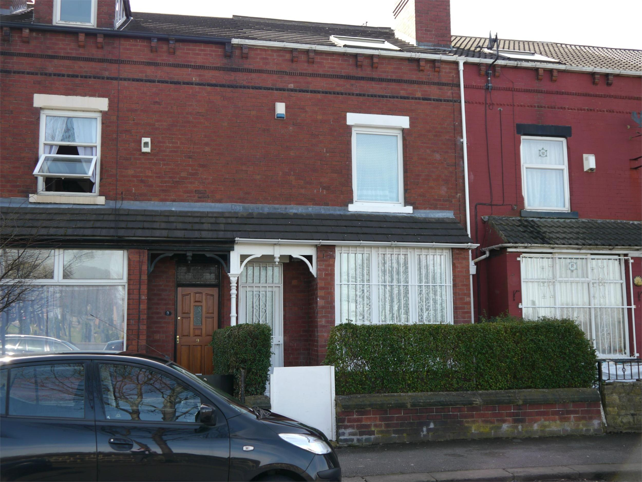 Yorkshire Terrace: Whitegates South Leeds 4 Bedroom Terraced House For Sale