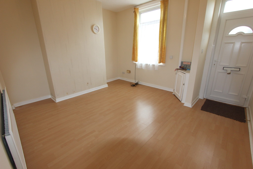 Martin co blackpool 2 bedroom terraced house to rent in for Laminate flooring enfield