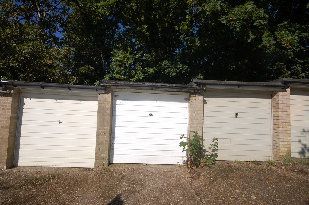 garage a rent for garages looking