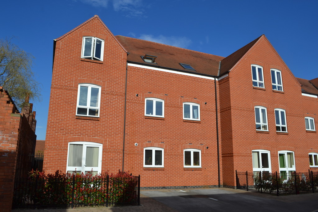 2 Bedrooms Apartment Flat for sale in The Courtyard, Castle Brewery, Newark NG24