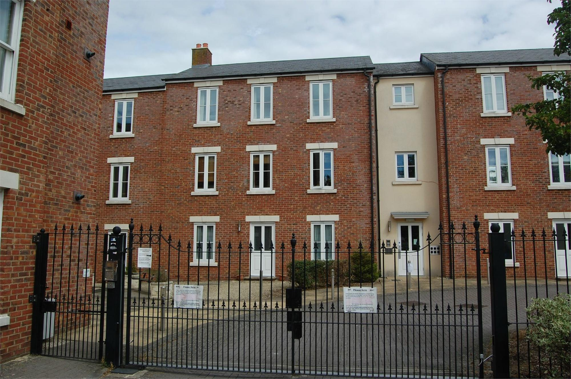 Cj hole gloucester 2 bedroom flat for sale in 30 oxford for Oxford terrace 2