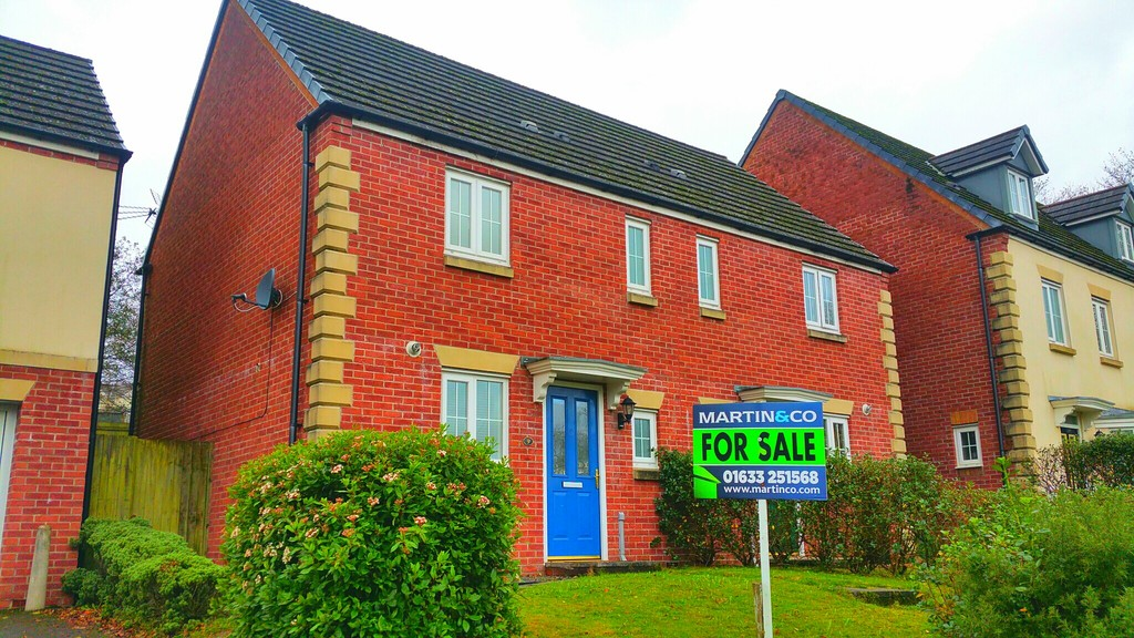 2 Bedrooms Semi Detached House for sale in Field Close, Pontllanfraith, Blackwood NP12