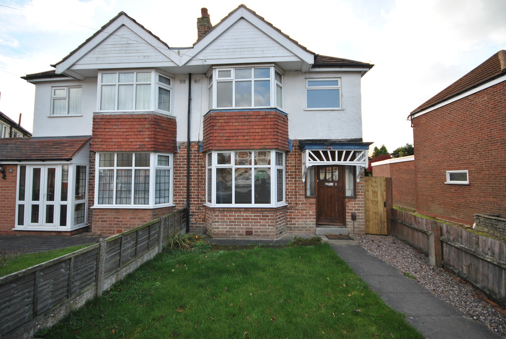 3 Bedrooms Semi Detached House for rent in Conway Road, Shirley B90
