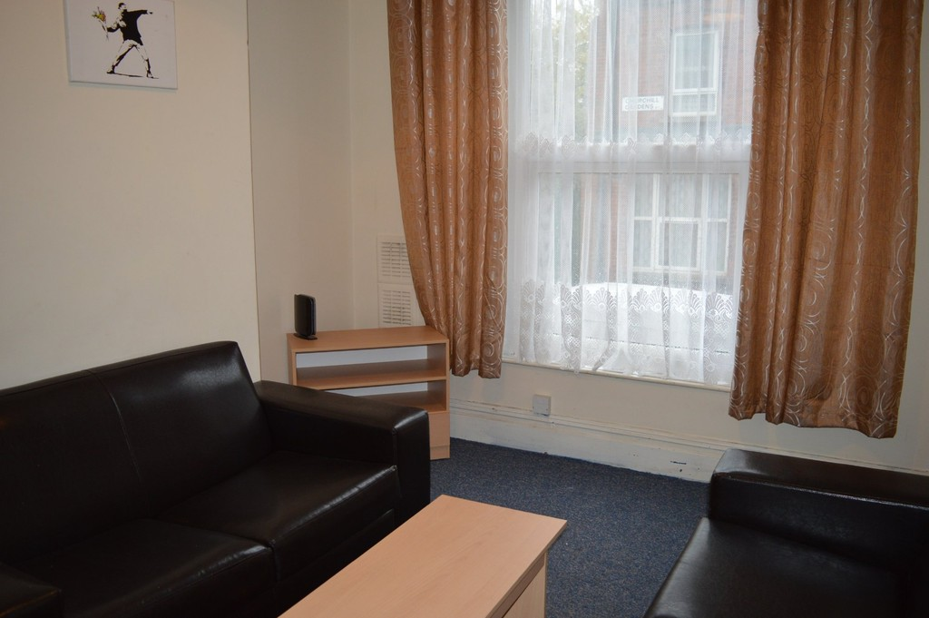 4 Bedrooms Terraced House for rent in Churchill Gardens LS2