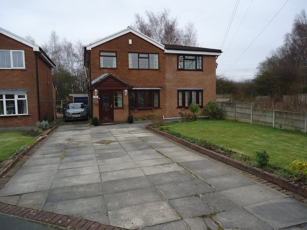 5 Bedrooms Detached House for sale in The Fairway, New Moston, M40 M40