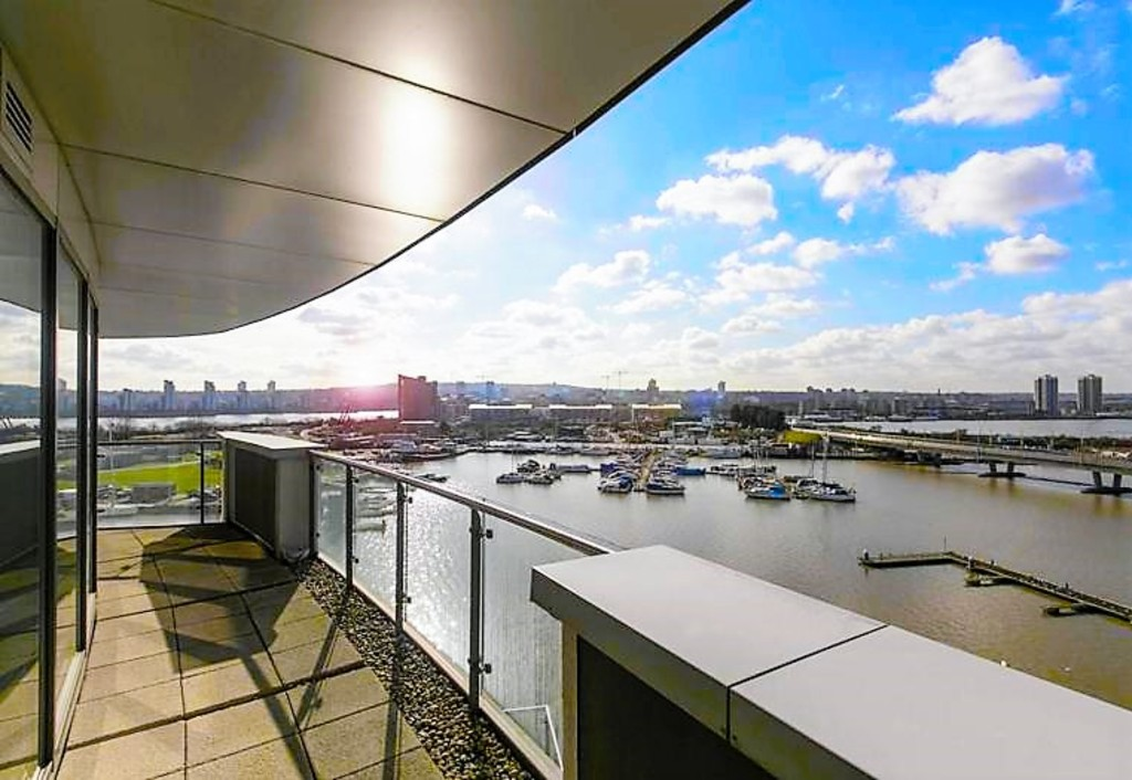 3 Bedrooms Apartment Flat for sale in PENTHOUSE - Docklands, London E16 E16