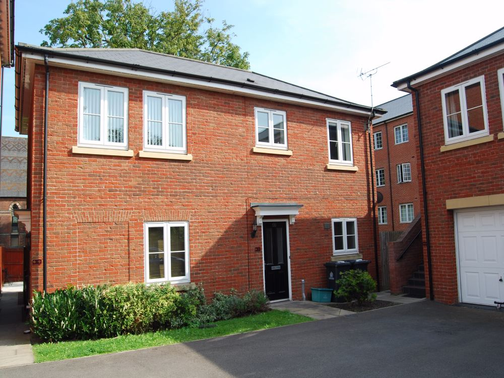 2 Bedrooms Flat for sale in Harescombe Drive Gloucester GL1