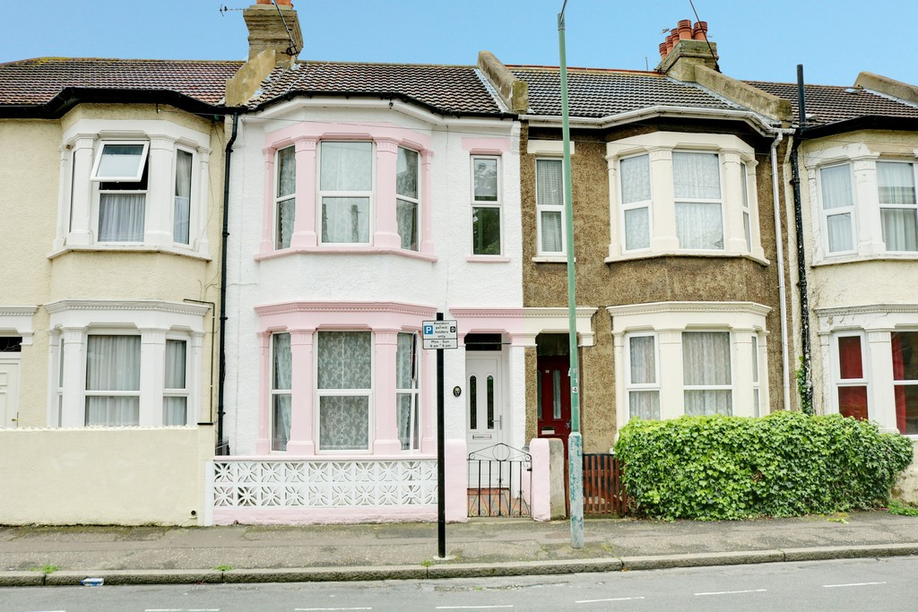 3 Bedrooms Terraced House for sale in Beresford Road Southend SS1
