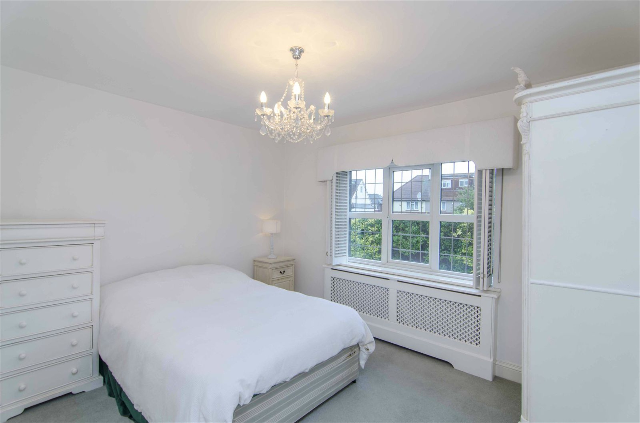 Griffins Close Winchmore Hill N21 Image 14