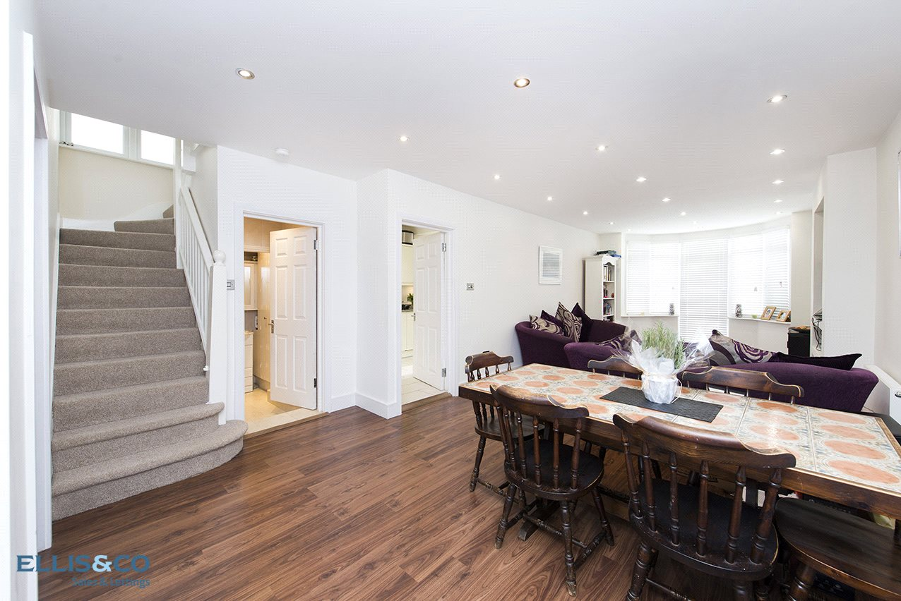 6 Bedrooms Semi Detached House for sale in The Vale London NW11