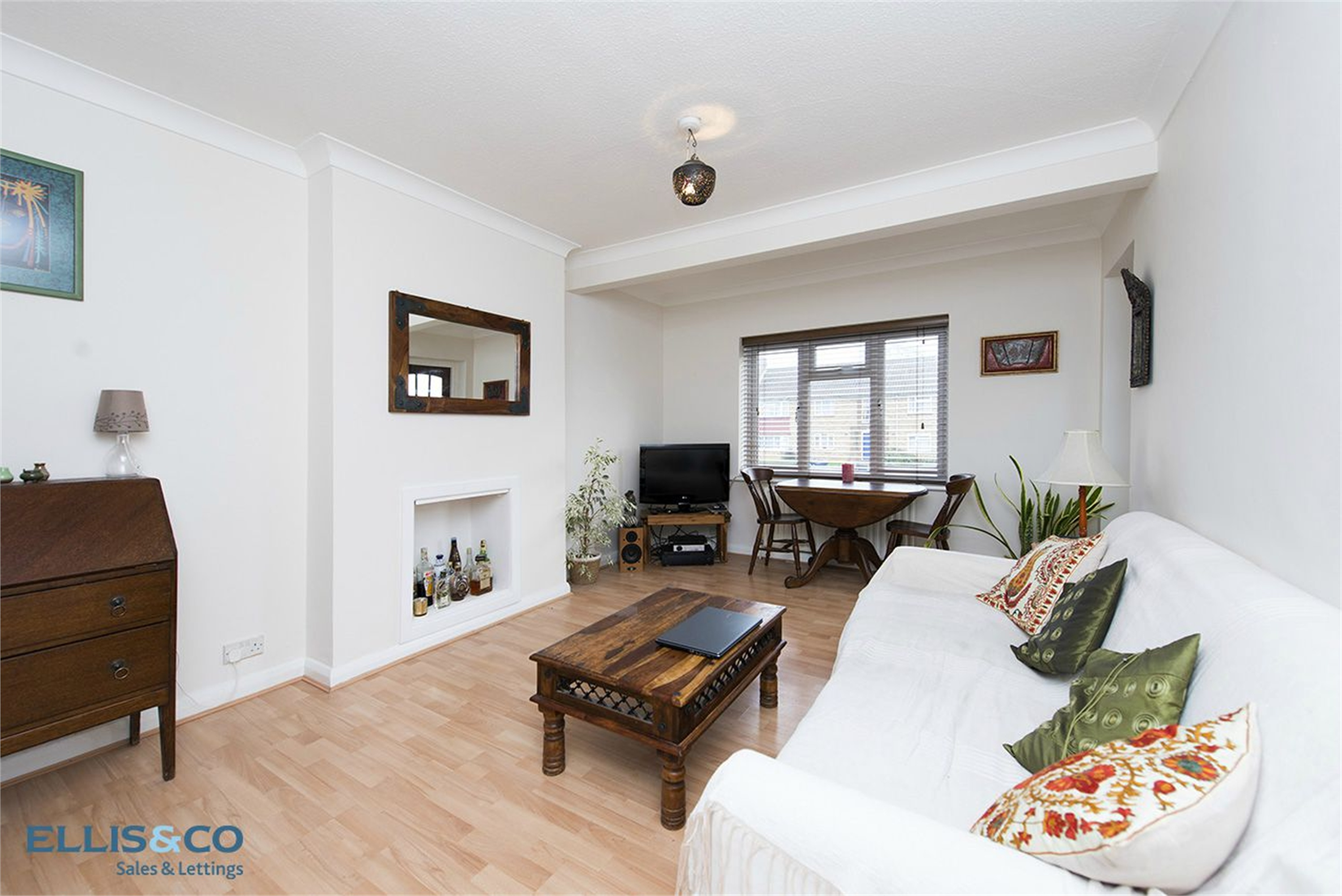 2 Bedrooms Flat for sale in Edgeworth Close London NW4