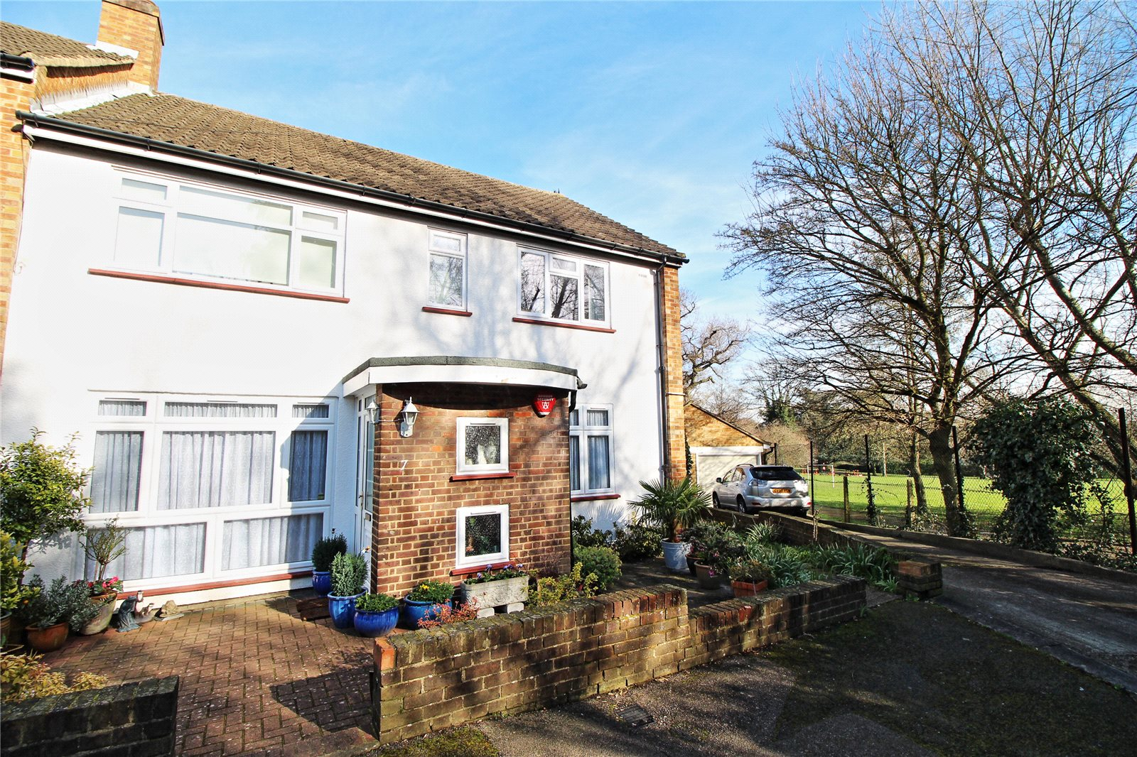 2 Bedrooms Maisonette Flat for sale in Stangate Gardens Stanmore Middlesex HA7