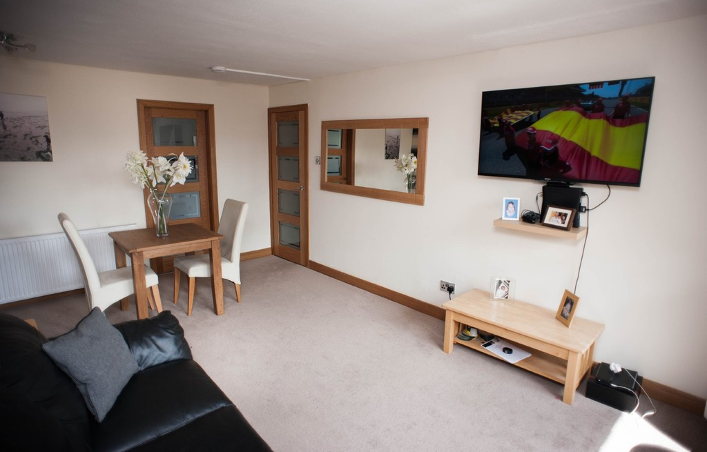 2 Bedrooms Apartment Flat for sale in Dykehead Place DD4