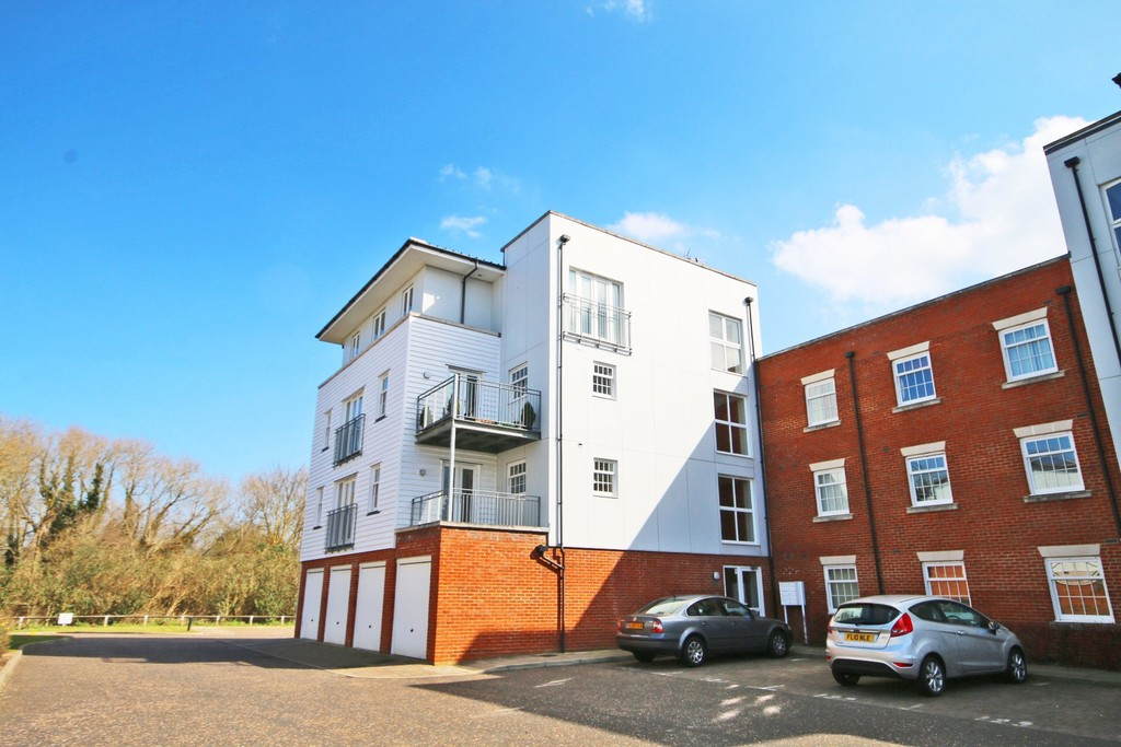 2 Bedrooms Apartment Flat for sale in Waters Edge, Canterbury CT1