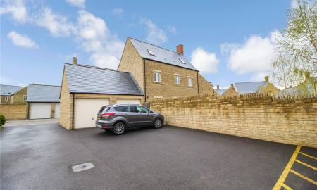 Beecham Close Cirencester Gloucestershire GL7 Image 16
