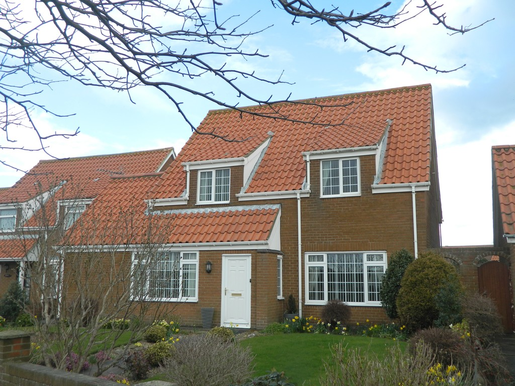 4 Bedrooms Detached House for sale in Lindsey Court, Brotton TS12