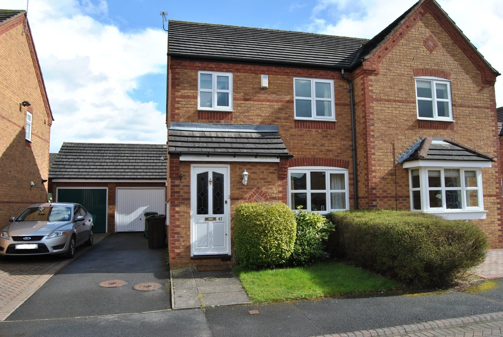 3 Bedrooms Semi Detached House for rent in Frankton Close, Solihull B92