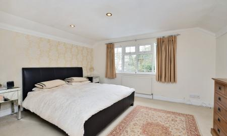 Curley Hill Road, Lightwater GU18 Image 12