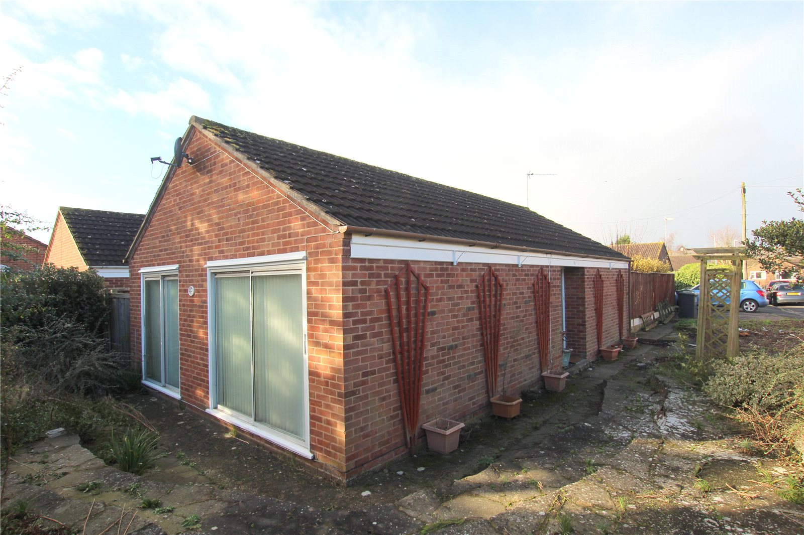 2 Bedrooms Bungalow for sale in Courtfield Road Quedgeley Gloucester GL2