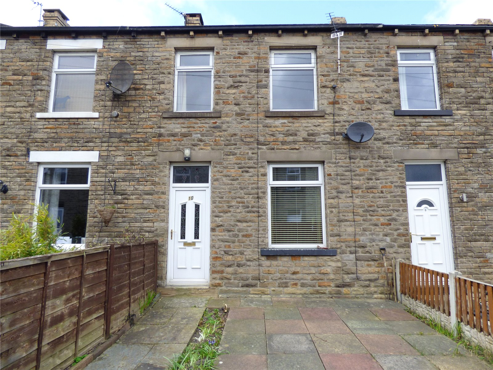 Yorkshire Terrace: Whitegates Cleckheaton 2 Bedroom House SSTC In Mayfield
