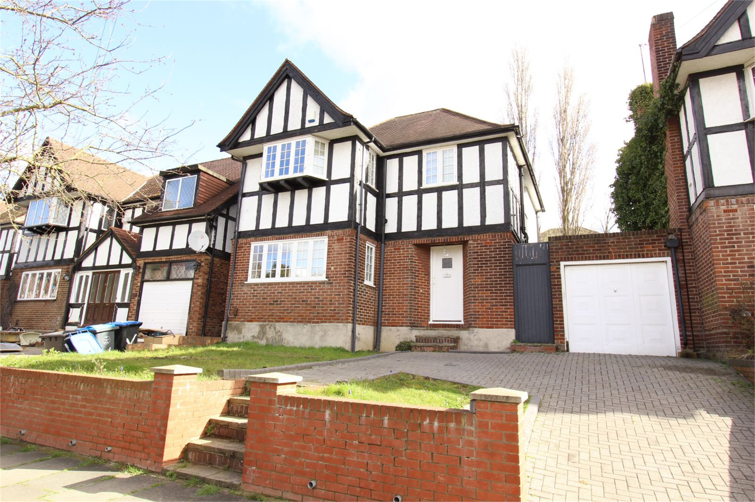 3 Bedrooms Detached House for sale in Barn Way Wembley Greater London HA9