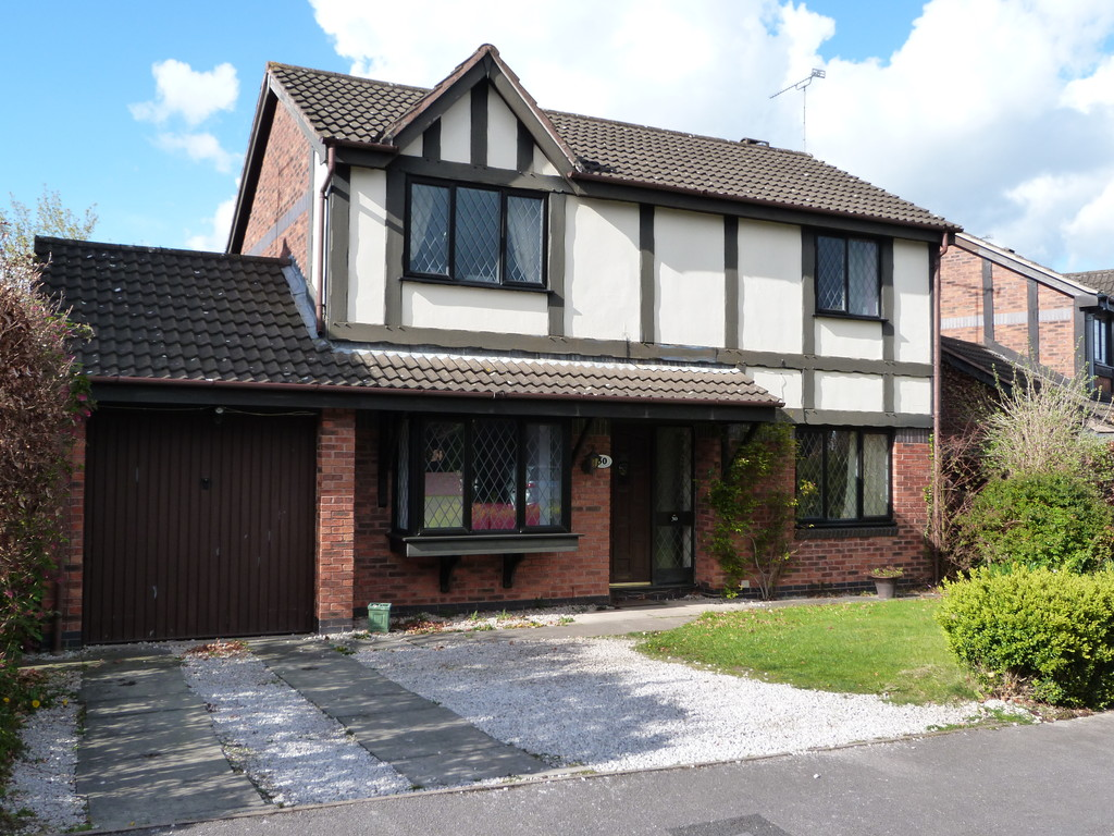 3 Bedrooms Detached House for sale in Oakhurst Drive Wistaston CW2