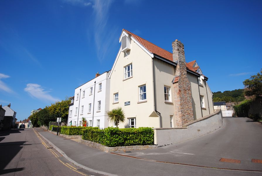 1 Bedroom Flat for sale in The Pennings St Marys St Axbridge BS26