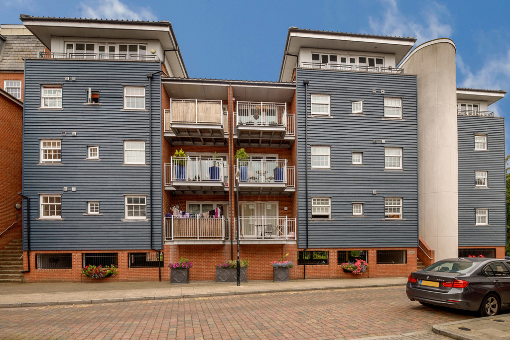 2 Bedrooms Flat for sale in Ripple Court, Canterbury CT1