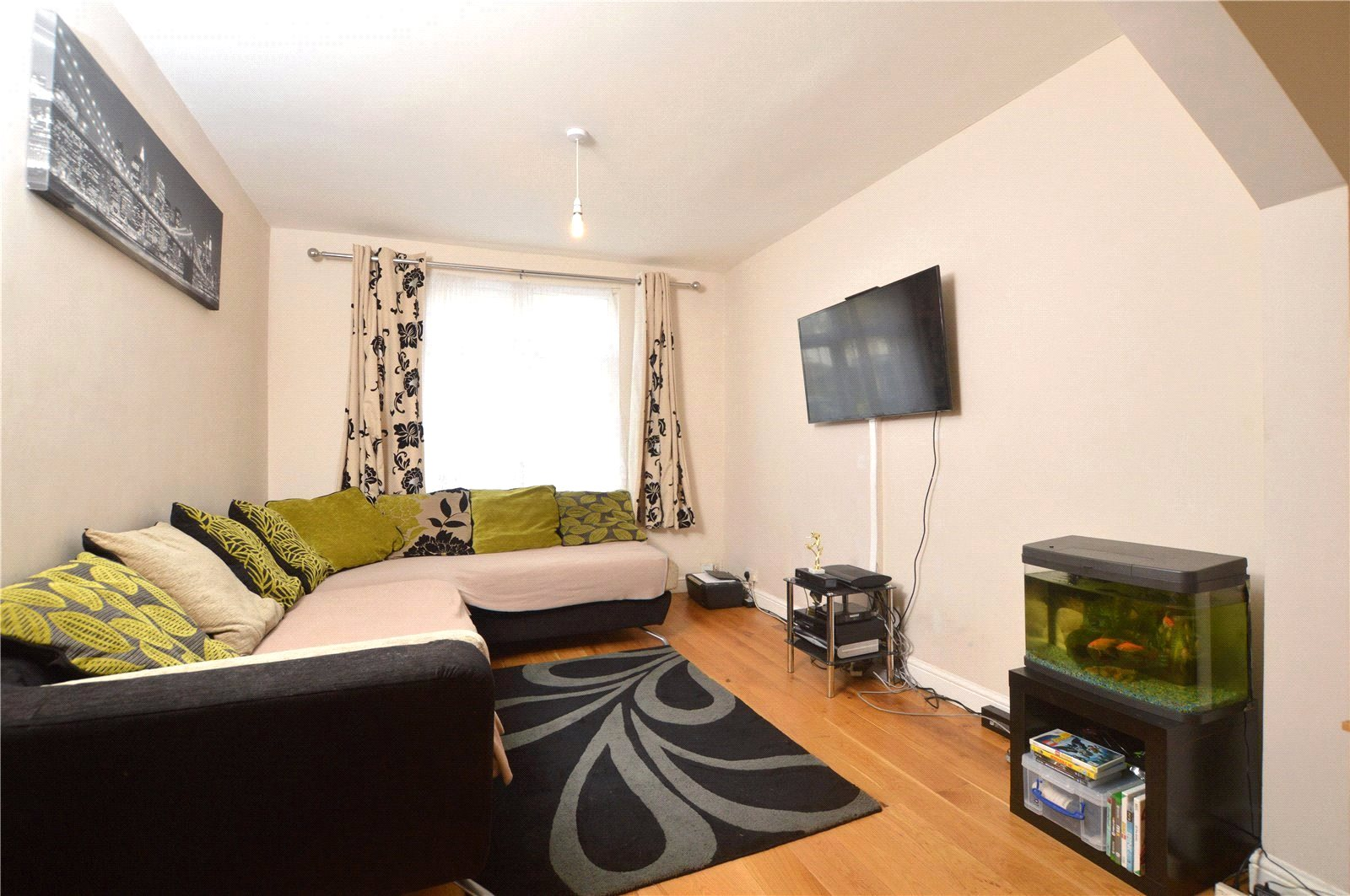 3 Bedrooms Terraced House for sale in Sudbury Crescent Wembley HA0